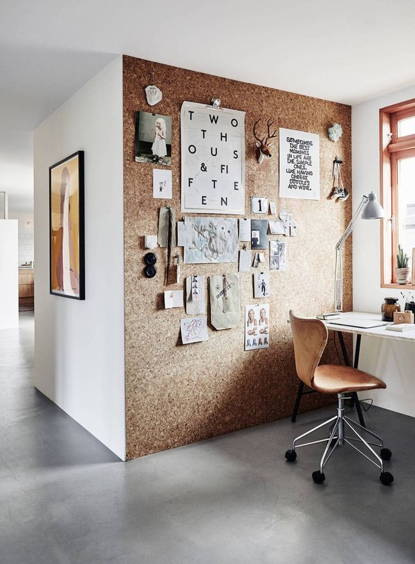 Workspace-with-a-cork-wall-kork-på-väggen-korkvägg