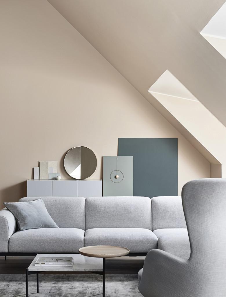 Inredningstrender 2017, grå soffa, nudemålade väggar, nude väggar