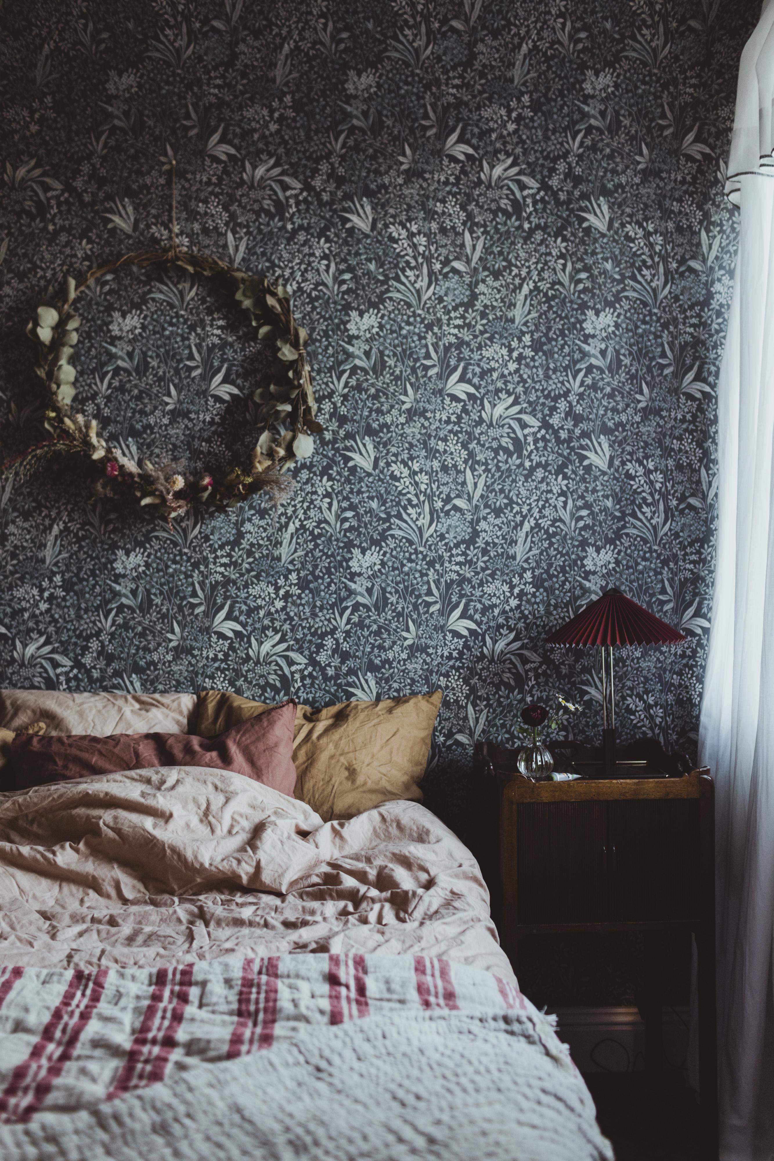 blå tapet sovrum